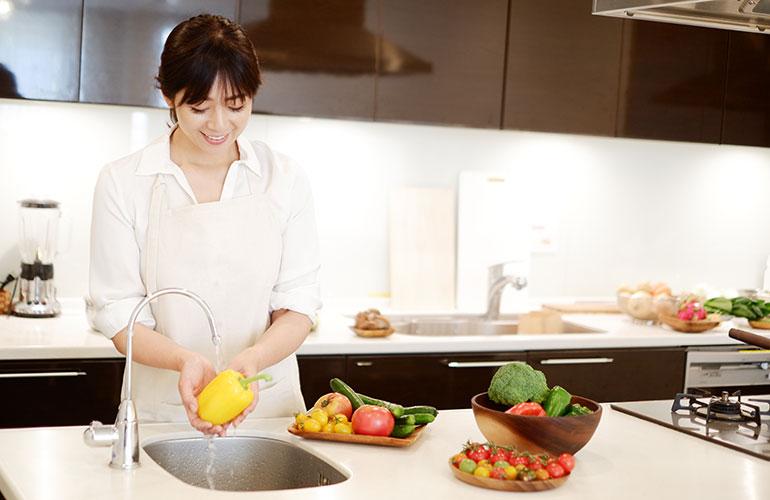 料理しながら運動イメージ